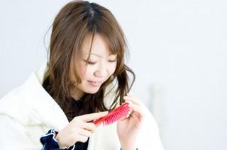 50代女性の髪の乾燥に注意!髪と頭皮を守りましょう。ブラッシング